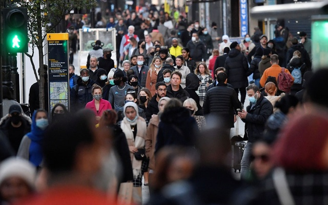 Shoppers walk after new nationwide restrictions were announced during the coronavirus disease (COVID-19) outbreak in Oxford Street, London, Britain, November 2, 2020. REUTERS