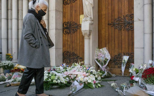 """FILE -- A makeshift memorial at the Notre-Dame basilica the day after a Tunisian migrant killed three people there with a knife before lunging at police officers while yelling, """"Allahu akbar,"""" in Nice, France, Oct 30, 2020. The three young men behind recent terrorist attacks that have shaken France present a difficult challenge — isolated, self-radicalized individuals, rather than Islamist extremist networks — raising tough questions about whether the broad measures the government has taken in response are the right ones. (Mauricio Lima/The New York Times)"""