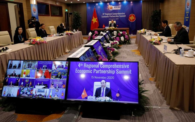 Vietnam's Prime Minister Nguyen Xuan Phuc chairs the 4th Regional Comprehensive Economic Partnership Summit as part of the 37th ASEAN Summit in Hanoi, Vietnam November 15, 2020. REUTERS