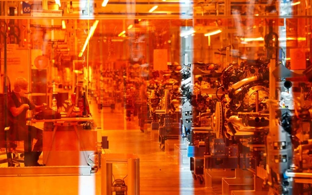 The production plant for the new Mercedes-Benz S-Class is pictured at Daimler factory in Sindelfingen near Stuttgart, Germany, September 2, 2020. REUTERS