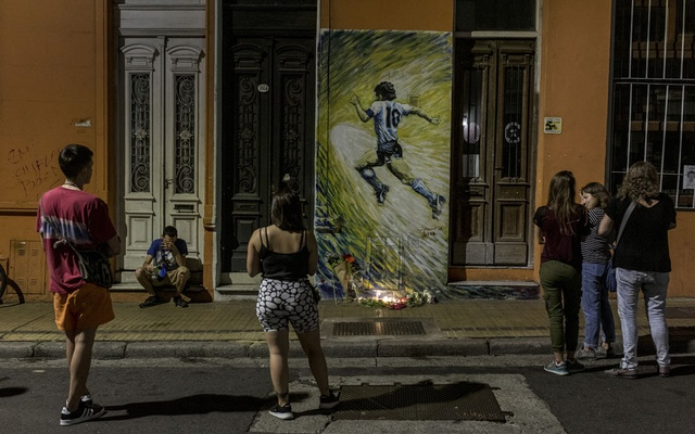 A makeshift memorial for Diego Maradona in the San Telmo neighbourhood of Buenos Aires, Argentina, Nov. 25, 2020. For many Argentines, Diego Maradona, who died on Wednesday, was no mere soccer superstar. (Sarah Pabst/The New York Times)