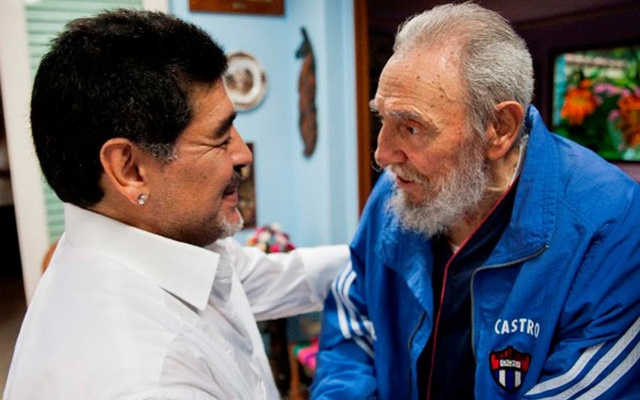 Former Cuban leader Fidel Castro meets former Argentine soccer player Diego Armando Maradona in Havana April 13, 2013, in this picture released by Cuban website Cubadebate on April 15, 2013. Courtesy of Cubadebate/Handout via REUTERS