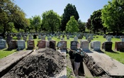 Roberto Arias prepares a grave for burial at Woodlawn Cemetery during the coronavirus disease (COVID-19) outbreak in Everett, Massachusetts, US, May 27, 2020. REUTERS