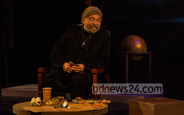 Despite battling cancer, Ekushey Award-winning thespian Aly Zaker takes to the stage and mesmerises the audience with his reprisal of the title character in the play 'Galileo' at the experimental theater hall of the Shilpakala Academy in Dhaka, Oct 14, 2018. Photo: Mostafizur Rahman
