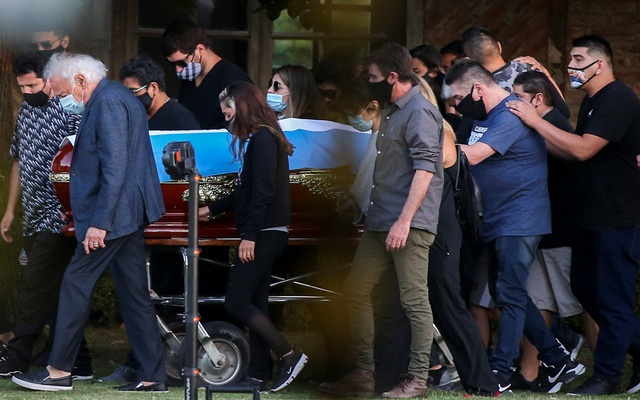 Friends and family carry the casket of soccer legend Diego Armando Maradona, at the cemetery in Buenos Aires, Argentina, November 26, 2020. REUTERS