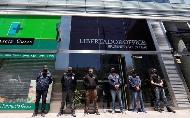 Police officers stand guard outside the building where Leopoldo Luque, the personal doctor of late Argentine football legend Diego Armando Maradona, has his office in Buenos Aires, Argentina November 29, 2020. Reuters