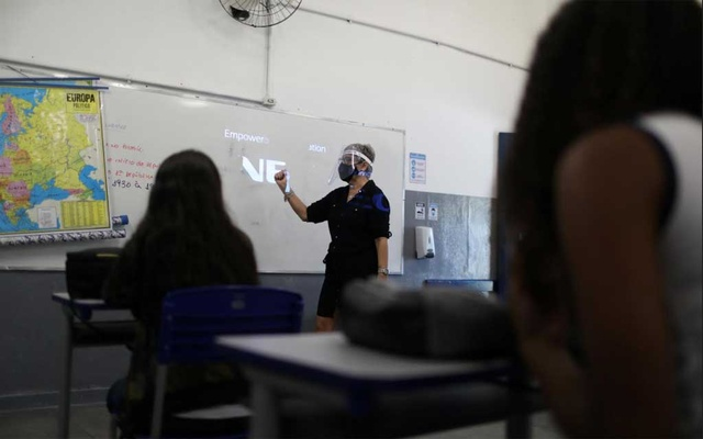 A teacher gives lessons to students at Aplicacao Carioca Coelho Neto municipal school as some schools continue with the gradual reopening, amid the coronavirus disease (COVID-19) outbreak, in Rio de Janeiro, Brazil Nov 24, 2020. REUTERS