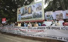 Ekattorer Ghatak Dalal Nirmul Committee forms a human chain stretching from the Matsha Bhaban, Institution of Engineers, Bangladesh, Dhaka Club, Shahbagh roundabout to Suhrawardy Udyan demanding arrest of the people opposing the installation of the statue of the Father of the Nation Bangabandhu Sheikh Mujibur Rahman on Dec 1, 2020. Photo: Asif Mahmud Ove