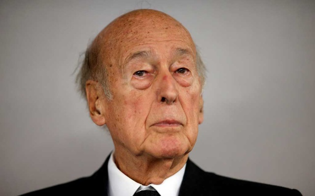 Former French President Valery Giscard d'Estaing attends the World Nuclear Exhibition 2014 (WNE), the trade fair event for the global nuclear energy sector, in Le Bourget, near Paris Oct 14, 2014. REUTERS