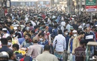 People overcrowd the warm clothing shops on the footpaths in Dhaka's Gulistan on Friday, Dec 18, 2020 as winter begins to set in. Photo: Mahmud Zaman Ovi