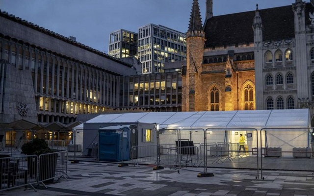 A coronavirus testing site in London on Dec. 1, 2020. America's requirement that passengers coming from Britain provide negative COVID-19 tests is just the latest woe to strike the country this Christmas period. (Andrew Testa/The New York Times)