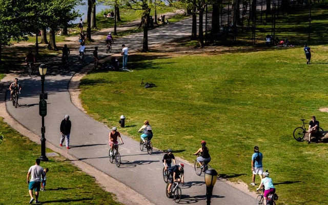 Cyclists on the West Side Highway through Riverbank State Park in New York on Friday, May 15, 2020. An ambitious new study of exercise and mortality shows high-intensity training in your workouts provide better protection against premature death than moderate workouts alone. (Hilary Swift/The New York Times).