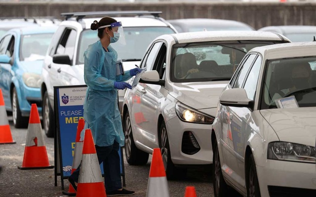 Vehicles queue while medical personnel administer tests for the coronavirus disease (COVID-19) at the Bondi Beach drive-through testing centre as the city experiences an outbreak in Sydney, Australia, December 21, 2020. REUTERS