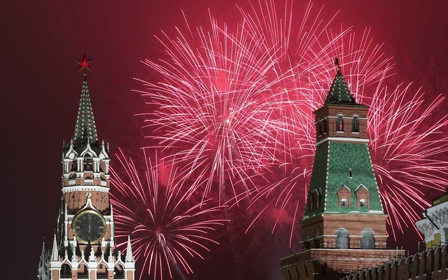 Fireworks explode behind the towers of the Kremlin during New Year's Day celebrations in Moscow on Jan 1, 2021. REUTERS