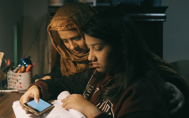 Taniya Ria, 12, who is learning remotely, with her mother, Rokeya Khatun, in New York, Nov. 30, 2020. In New York City, 142,000 children are learning English in school. Online classes are especially challenging for them. (Ismail Ferdous/The New York Times)