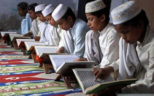 Muslim children read the Koran at a madrasa or religious school on the first day of the holy month of Ramadan in the northern Indian city of Mathura Aug 23, 2009. REUTERS