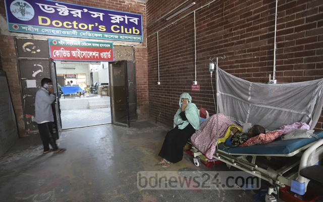 Rabeya Khatun, a woman from Mirpur, lies outside the COVID-19 isolation ward at the Shaheed Suhrawardy Medical College Hospital in Dhaka as she is being treated for breathing complications while awaiting coronavirus test results. Photo: Asif Mahmud Ove