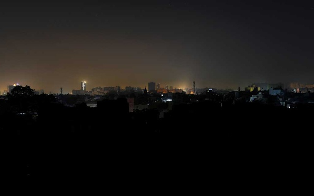 A general view of a residential area is seen during a power breakdown in Karachi, Pakistan, January 10, 2021. REUTERS/Akhtar Soomro