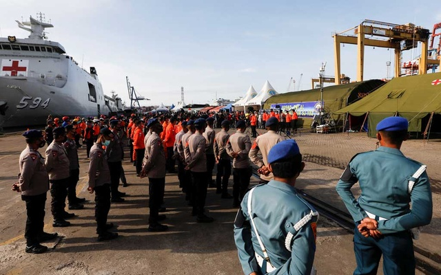 Indonesian Rescue members attend a morning briefing before continuing the rescue process for Sriwijaya Air flight SJ 182, at Tanjung Priok port in Jakarta, Indonesia, January 11, 2021. REUTERS