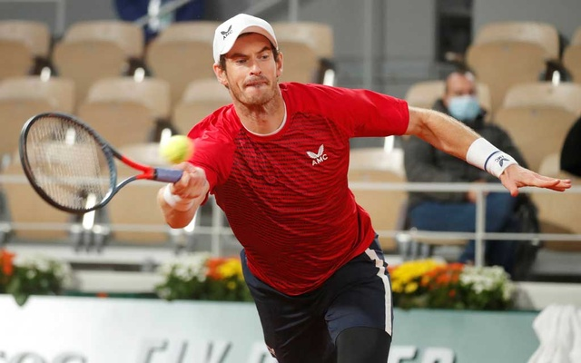 French Open - Roland Garros, Paris, France - September 27, 2020. Britain's Andy Murray in action during his first round match against Switzerland's Stan Wawrinka. REUTERS