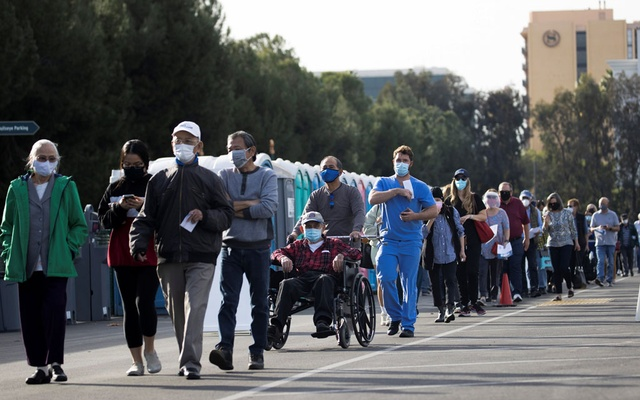 People wait in line in a Disneyland parking lot to receive a dose of the Moderna COVID-19 at a mass vaccination site during the outbreak of the coronavirus disease (COVID-19), in Anaheim, California, US, January 13, 2021. Reuters