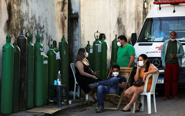 Relatives of patients hospitalised or receiving healthcare at home, mostly suffering from the coronavirus disease (COVID-19), gather to buy oxygen and fill cylinders at a private company in Manaus, Brazil January 16, 2021. REUTERS