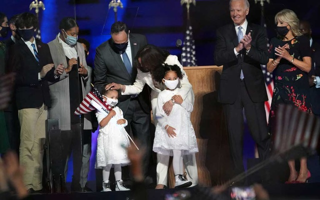 Vice President-elect Kamala Harris and her husband Douglas Emhoff are joined onstage by their family as President-elect Joe Biden and his wife Jill Biden applaud at right onstage in Wilmington, Del, on Saturday night, Nov 7, 2020. (Erin Schaff/The New York Times)