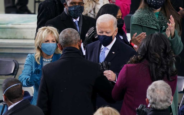 President-elect of the United States Joe Biden and his wife Dr Jill Biden speak with former President Barack Obama as they arrive for the 59th Presidential Inauguration at the US Capitol in Washington, US, January 20, 2021. Erin Schaff/Pool via REUTERS
