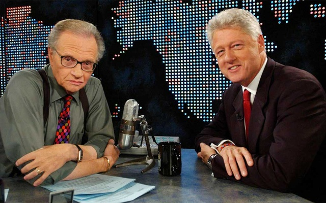 Former President Bill Clinton (R) speaks with Larry King on CNN in New York, US, Sept 3, 2002, about the Families of Freedom Scholarship Fund. REUTERS