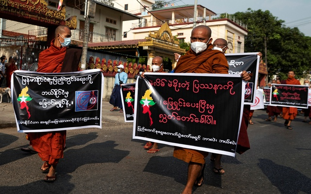 Buddhist monks, supporters of Myanmar's military, take part in a protest against Union Election Commission, the elected government and foreign embassies in Yangon, Myanmar, January 30, 2021. REUTERS