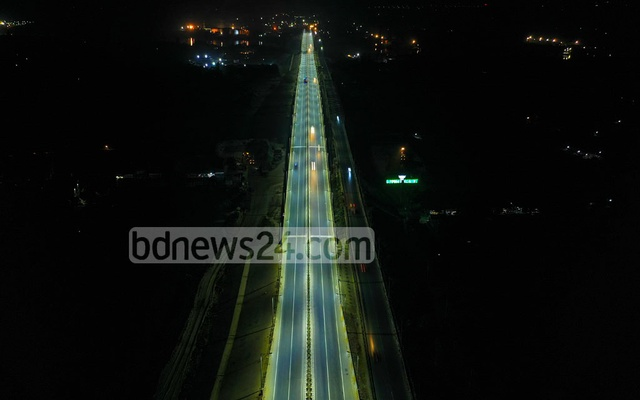 The combination of light from streetlamps on the overpass and winter mist has created an breathtaking view of the Dhaka-Mawa Expressway.