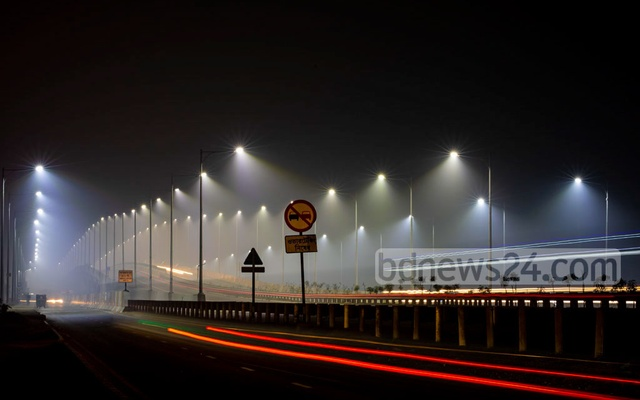 The combination of light from streetlamps on the overpass and winter mist created a awe-inspiring sight of the Dhaka-Mawa Expressway in Abdullahpur.