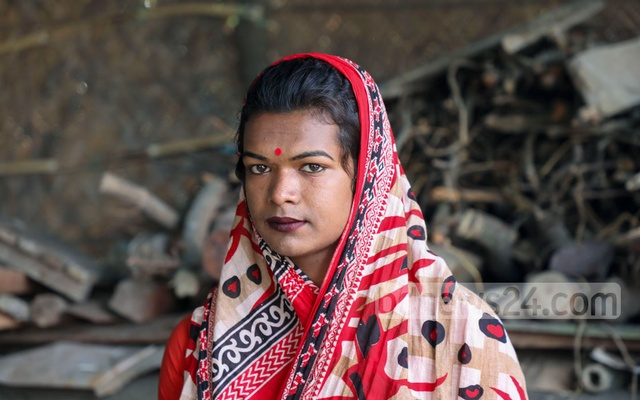 Gauri, one of the beneficiaries of the housing project, used to seek alms from people on the road in order to survive. Now, after receiving a place to stay, Gauri is thinking about living a life on her own terms.