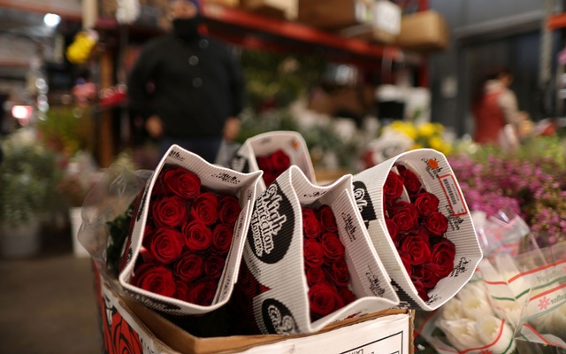 Roses are seen for sale, as the coronavirus disease (COVID-19) continues, at the California Flower Mall in Los Angeles, California, US, Feb 4, 2021. REUTERS