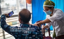 A man records himself getting vaccinated on his mobile phone at the National Institute of Ear, Nose and Throat in Dhaka's Tejgaon on Feb 13, 2021. Photo: Mostafigur Rahman