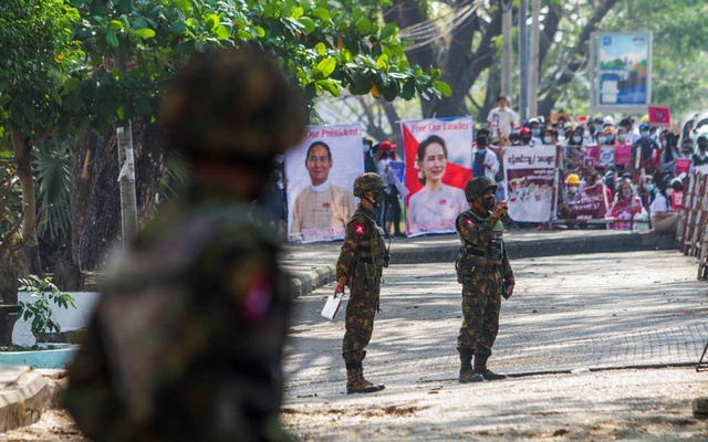 Soldiers stand outside Myanmar's Central Bank during a protest against the military coup, in Yangon, Myanmar, Feb 15, 2021. REUTERS