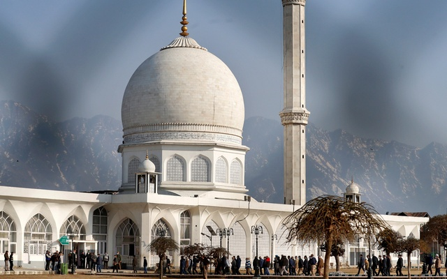 Indian officials escort foreign diplomats as they arrive to visit Kashmir's holiest Muslim shrine of Hazratbal, in Srinagar Feb 17, 2021. REUTERS