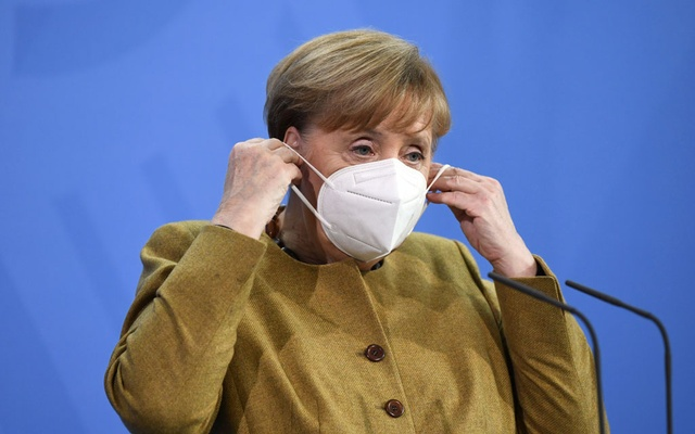 German Chancellor Angela Merkel puts on her mask after holding a news conference following a virtual summit with G7 leaders at the Chancellery in Berlin, Germany, February 19, 2021. REUTERS/Annegret Hilse/Pool