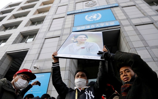 Protesters from Myanmar residing in Japan hold a portrait of leader Aung San Suu Kyi at a rally against Myanmar's military after it seized power from a democratically elected civilian government and arrested Suu Kyi, at United Nations University in Tokyo, Japan February 1, 2021. REUTERS