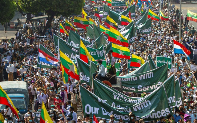 Supporters of Myanmar's military carry banners and flags during a rally in Yangon, Myanmar February 25, 2021. REUTERS/Stringer