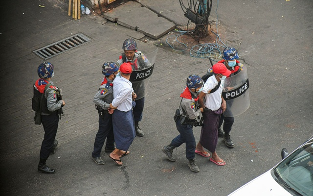 Anti-coup demonstrators are detained by police officers during a protest against the military coup in Yangon, Myanmar February 26, 2021. REUTERS/Stringer