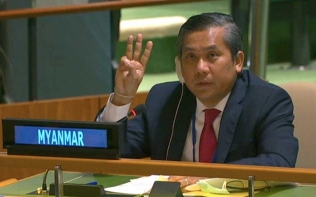 Myanmar's ambassador to the United Nations Kyaw Moe Tun holds up three fingers at the end of his speech in New York. Reuters