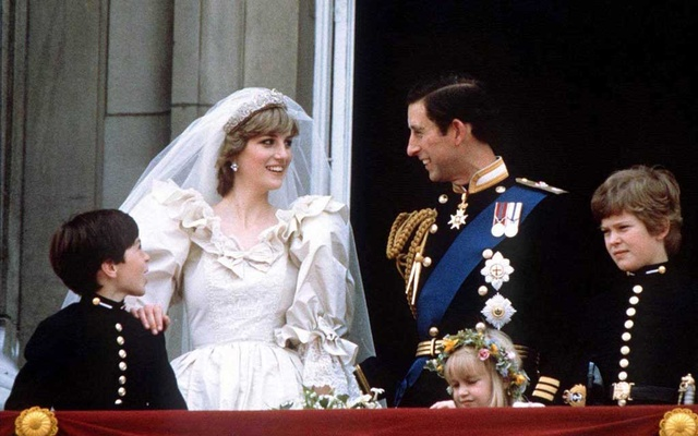 Prince Charles and Princess Diana stand on the balcony of Buckingham Palace in London, following their wedding at St Pauls Cathedral, June 29, 1981. REUTERS