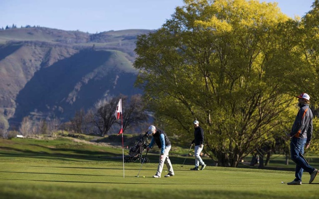 Golfers in The Dalles, Ore, March 22, 2020. The New York Times