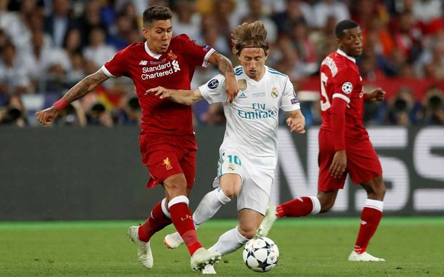 Football - Champions League Final - Real Madrid v Liverpool - NSC Olympic Stadium, Kiev, Ukraine - May 26, 2018 Liverpool's Roberto Firmino in action with Real Madrid's Luka Modric. REUTERS