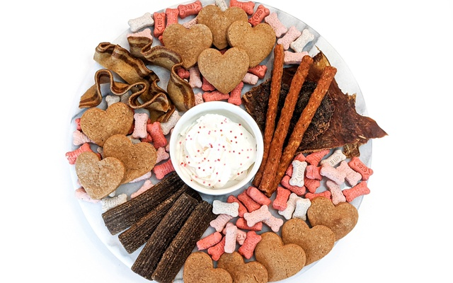 """In an undated image provided to The New York Times, a plate of dog treats arranged by Heather Raeder. """"Barkuterie"""" boards are a new way to spoil your beloved pets. The New York Times"""