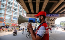 Bangladesh Red Crescent Society conducts a drive to raise awareness about mask-wearing at the capital's Moghbazar intersection on Tuesday, Apr 6, 2021, the second day of a week-long nationwide designed to curb the rampant spread of coronavirus infections and deaths. Photo: Mahmud Zaman Ovi