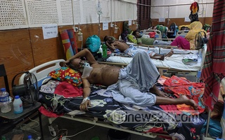 All beds in the COVID-19 isolation ward of Shaheed Suhrawardy Medical College Hospital are occupied by patients amid a spike in coronavirus cases in the country, Apr 07, 2021. Due to a spike in cases of coronavirus infection, no bed was vacant on this day. Photo: Asif Mahmud Ove