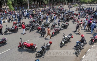Motorcyclists demonstrating blocking Shaheed Captain M Mansur Ali Road in Dhaka on Wednesday, Apr 7, 2021. They were demanding lifting of a ban on ridesharing services amid a lockdown over coronavirus.