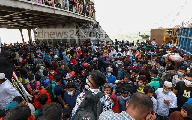 People of the southern districts packed ferries at Shimulia pier in Munshiganj to cross the Padma river and return home on Tuesday, Apr 13, 2021 ahead of a total coronavirus lockdown.